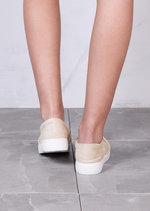 Twist Front Slip On Pumps Sneaker Suede Beige