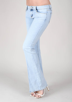 data/2015-/June 2/Gabriela light wash flasred jeans 2.jpg