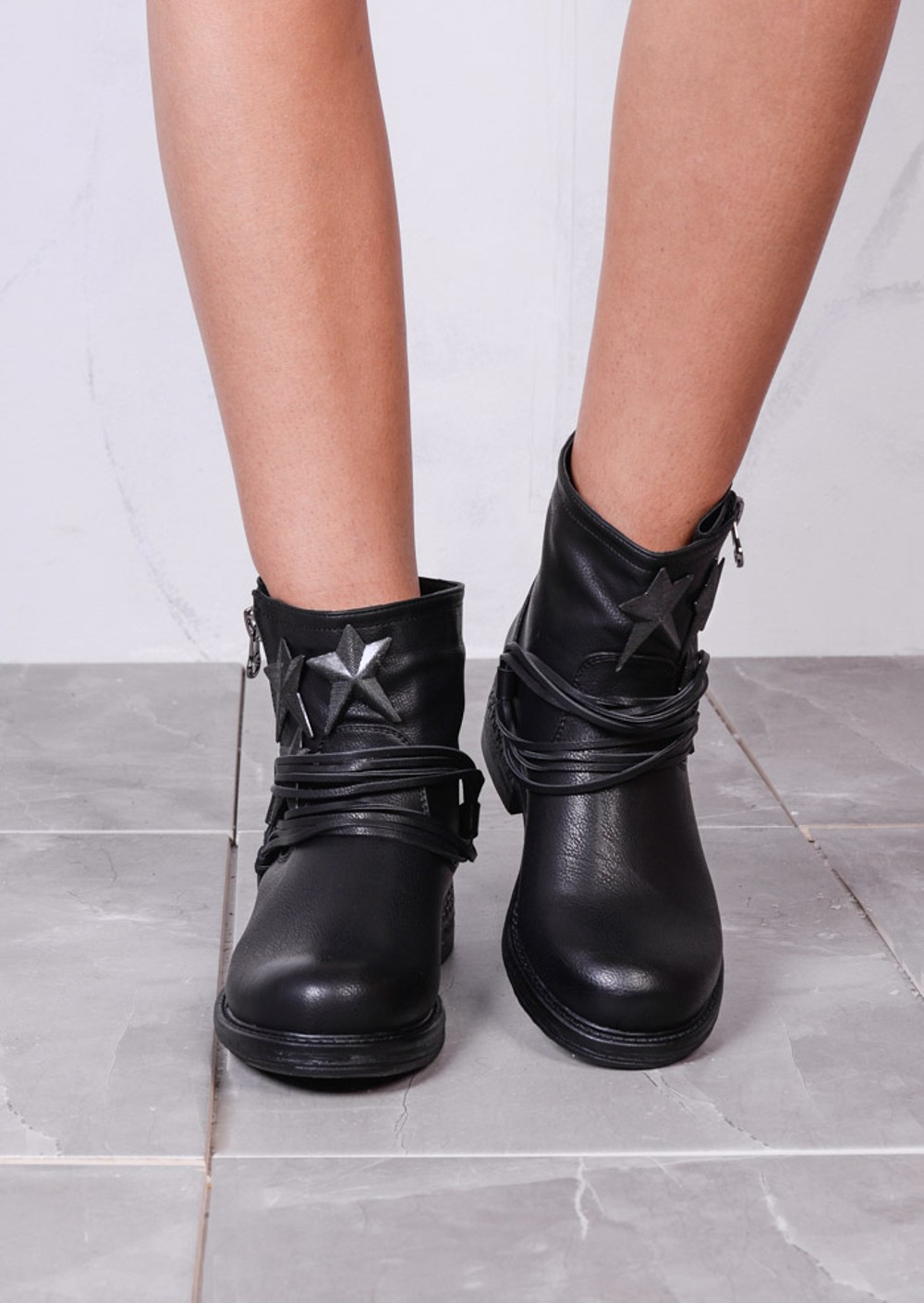 Star Design Leather Side Zip Low Heel Ankle Boots Black