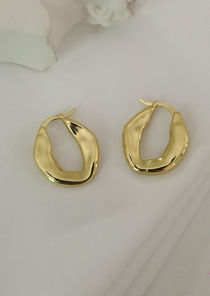 Asymmetrical O Shaped Smooth Textured Rod End Earrings Gold