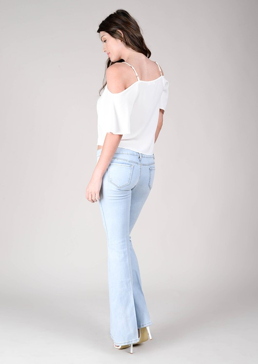 data/2015-/June 2/Gabriela light wash flasred jeans 3.jpg