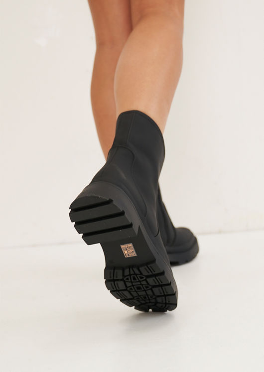 Rubberised Chunky Cleated Wellie Ankle Boots Black