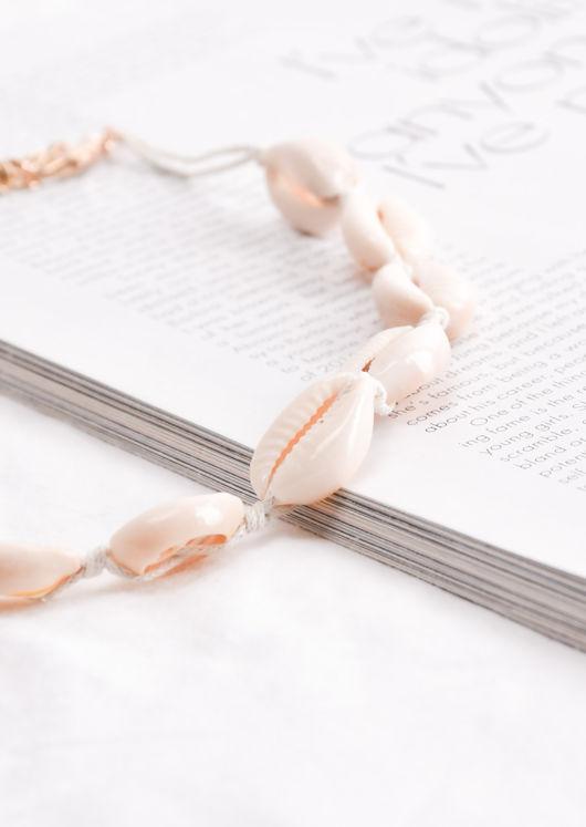 Shell Choker Necklace Cream